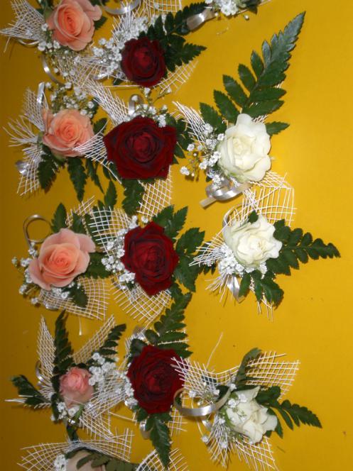 Flori Nunta Piept Flori de Piept Trandafiri Mici