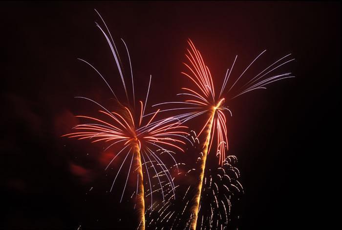 Imagini pentru focuri de artificii