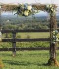 Aranjamente florale de nunta: arcade rustice