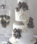 Combinatii de culori pentru nunta: alb si gri-inchis
