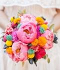 Culori neon: buchete de mireasa si aranjamente florale