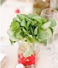 Aranjamente de masa cu legume in vase transparente