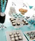 Masute cu dulciuri pentru nunta, decorate in stilul nuntii