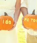Nunti de toamna: dovleacul ca suport pentru diferite mesaje sau pentru initialele mirilor
