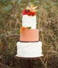 Torturi de nunta decorate cu flori de toamna