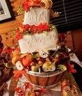tort-de-nunta-decorat-cu-fructe-de-toamna-4