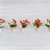 Sute de imagini cu cocarde de nunta, naturale ori din diverse materiale, si cateva idei pentru a le face chiar voi
