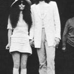 Yoko Ono rochie de mireasa