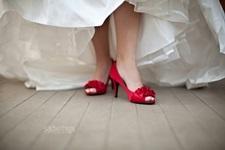 Pantofii de mireasa nu sunt pentru a fi ascun...